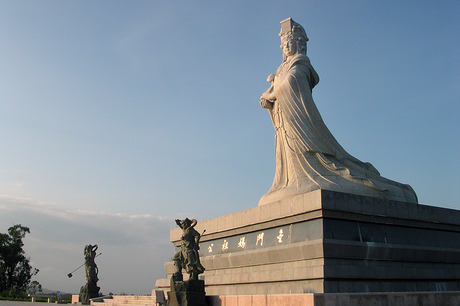 A statue of Mazu stands in Kinmen Matsu Park, Taiwan. Creative Commons photo by Koika